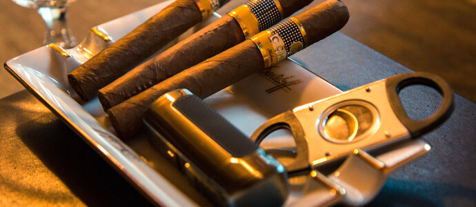 Orezávač na cigary a cigary