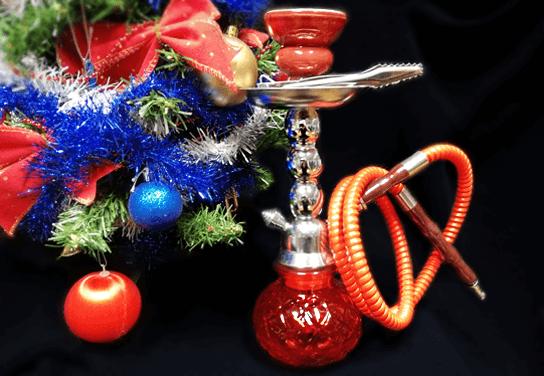vodná fajka pod vianočným stromčekom