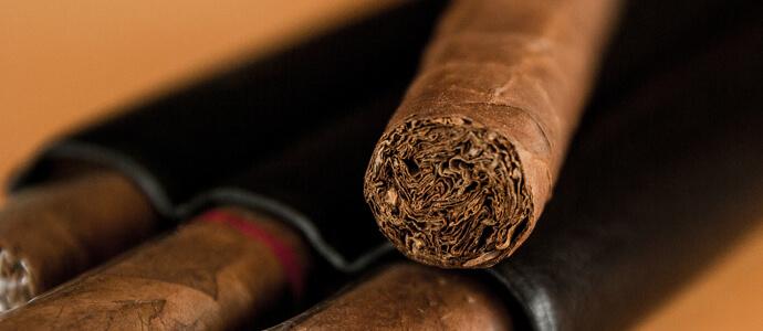 Čierne kožené puzdro na cigary - detail