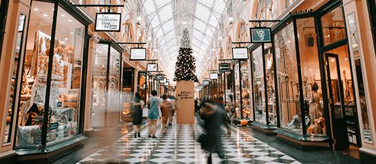 vianoce nákupné centrum a vianočný stromček